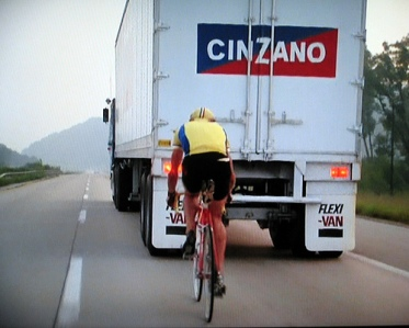 Cyclist drafting lorry